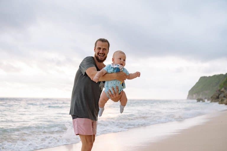 Emmener votre nourrisson à la plage : oui ou non ?
