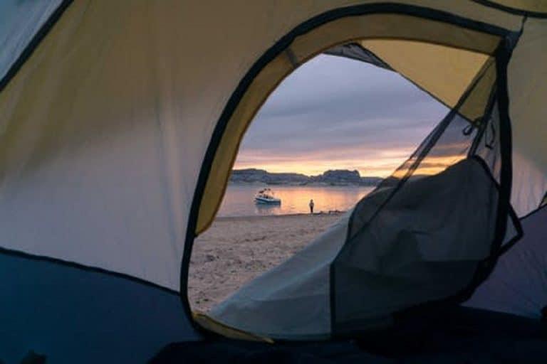Dormir à la plage, est-ce possible ?