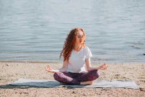 Yoga à la plage : mode d'emploi