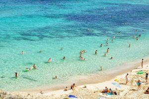 Distanciation sociale à la plage pour cet été