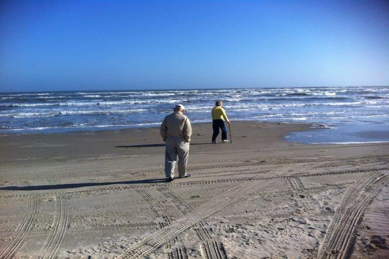 Précautions pour un senior à la plage