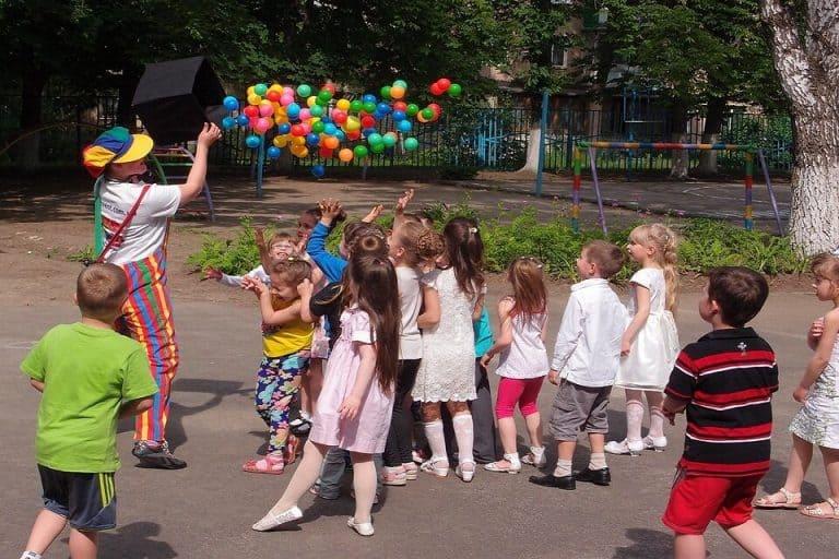 Goûter d'anniversaire pour enfant dans le jardin : que faut-il préparer ?